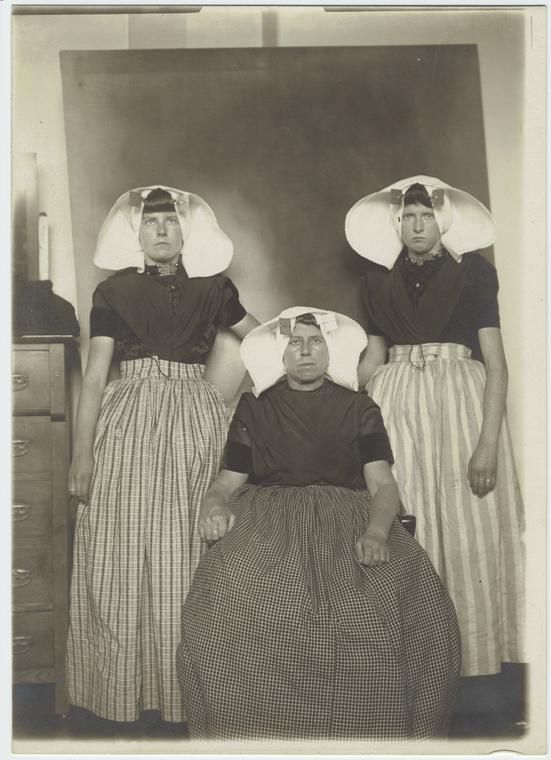 Ellis Island Immigrants 1900